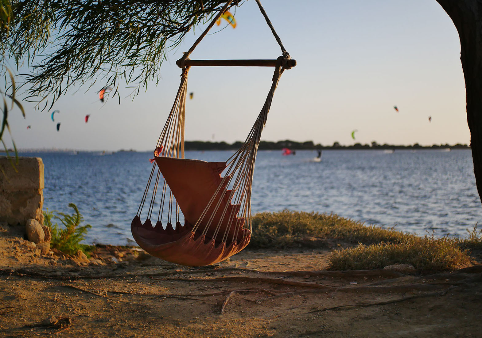Hammock chair with a view to the kitesurf lagoon.