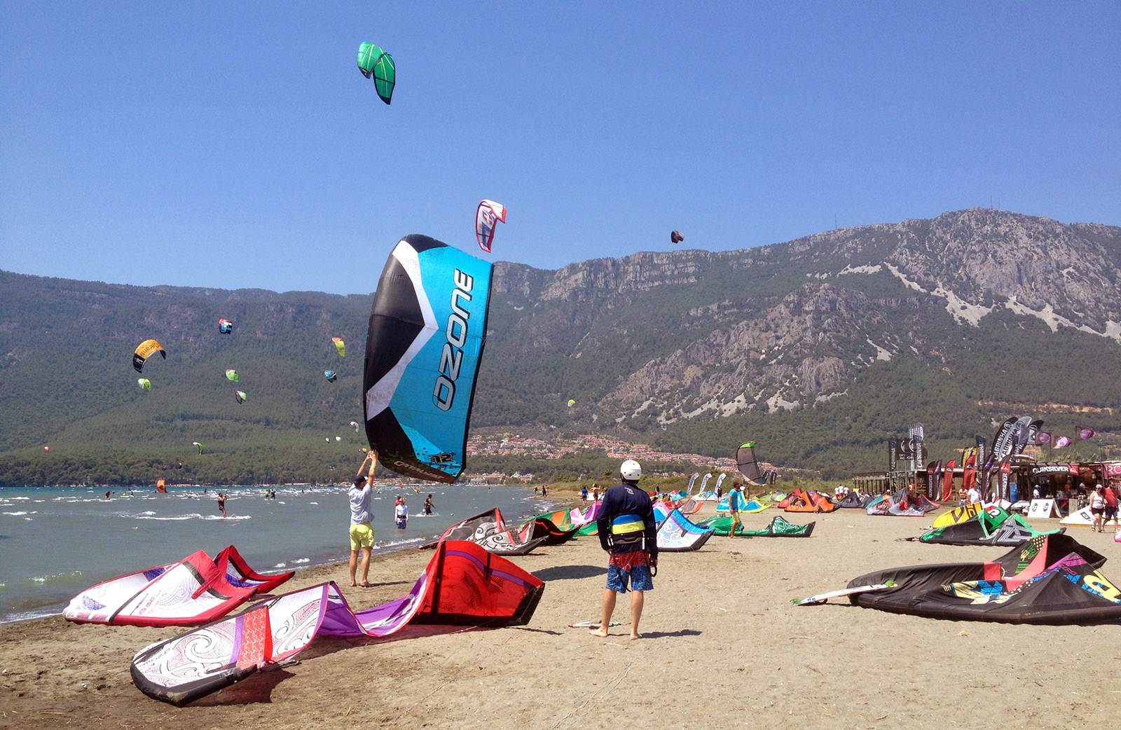 The beginner side is busy close to the beach at Gökova kitesurf spot.