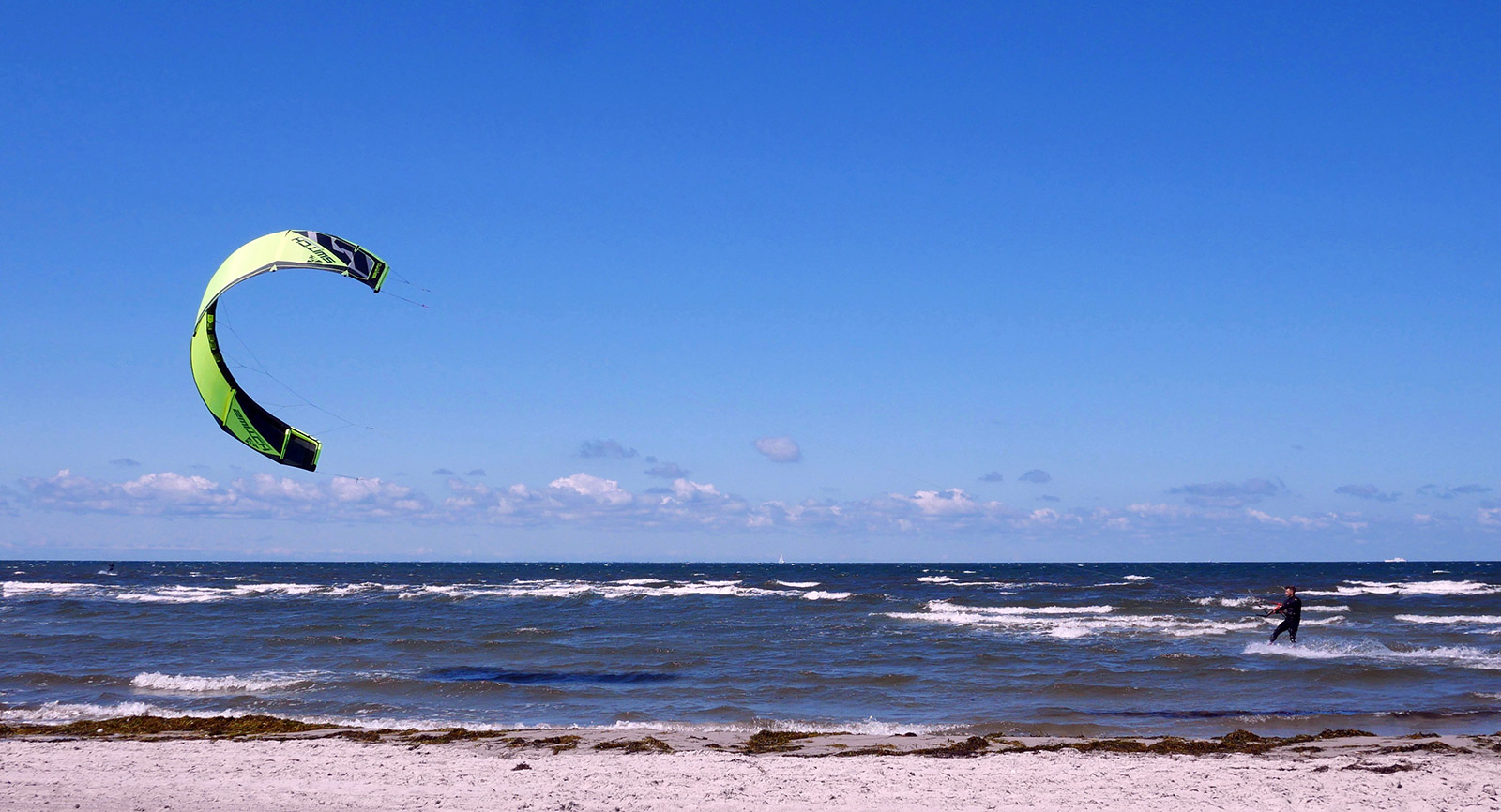 Martin Sandstrom kiting in Skanor, Sweden