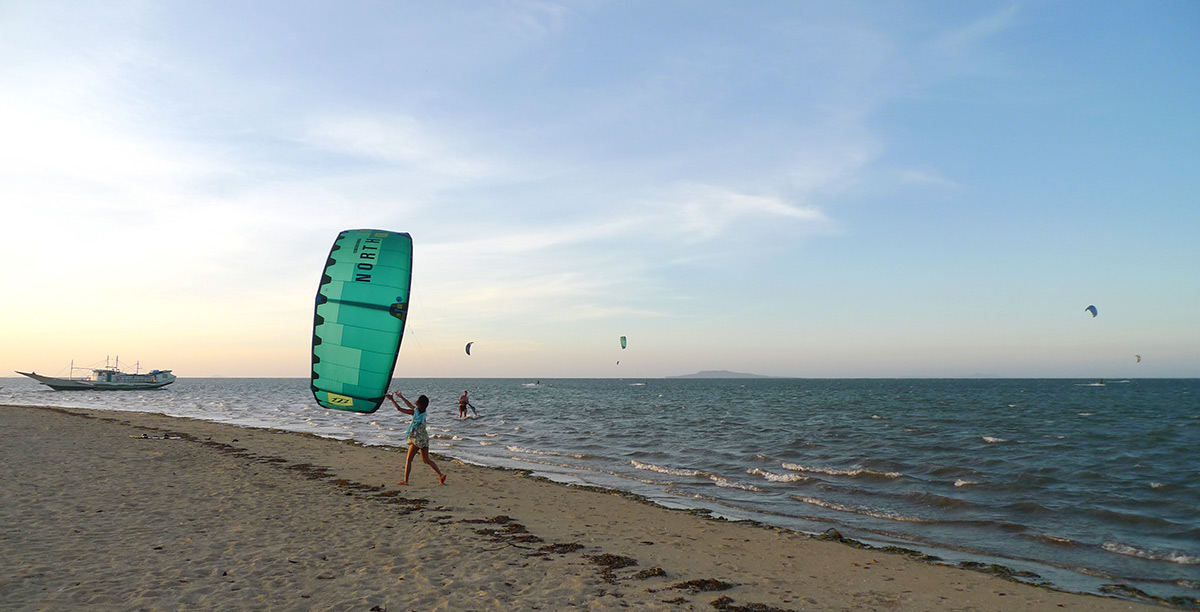 Kite landing after a session in the reef lagoon. Kitesurfing Cuyo.