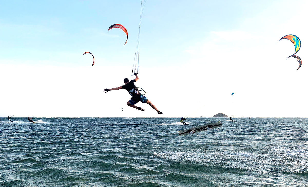 kitesurfer losing control of his kite and board
