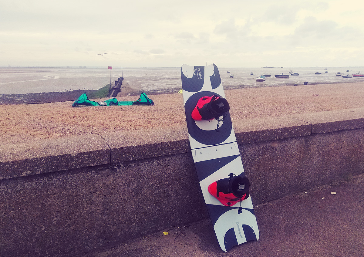 re solve split kiteboard by Kitelelement on the beach in Southend