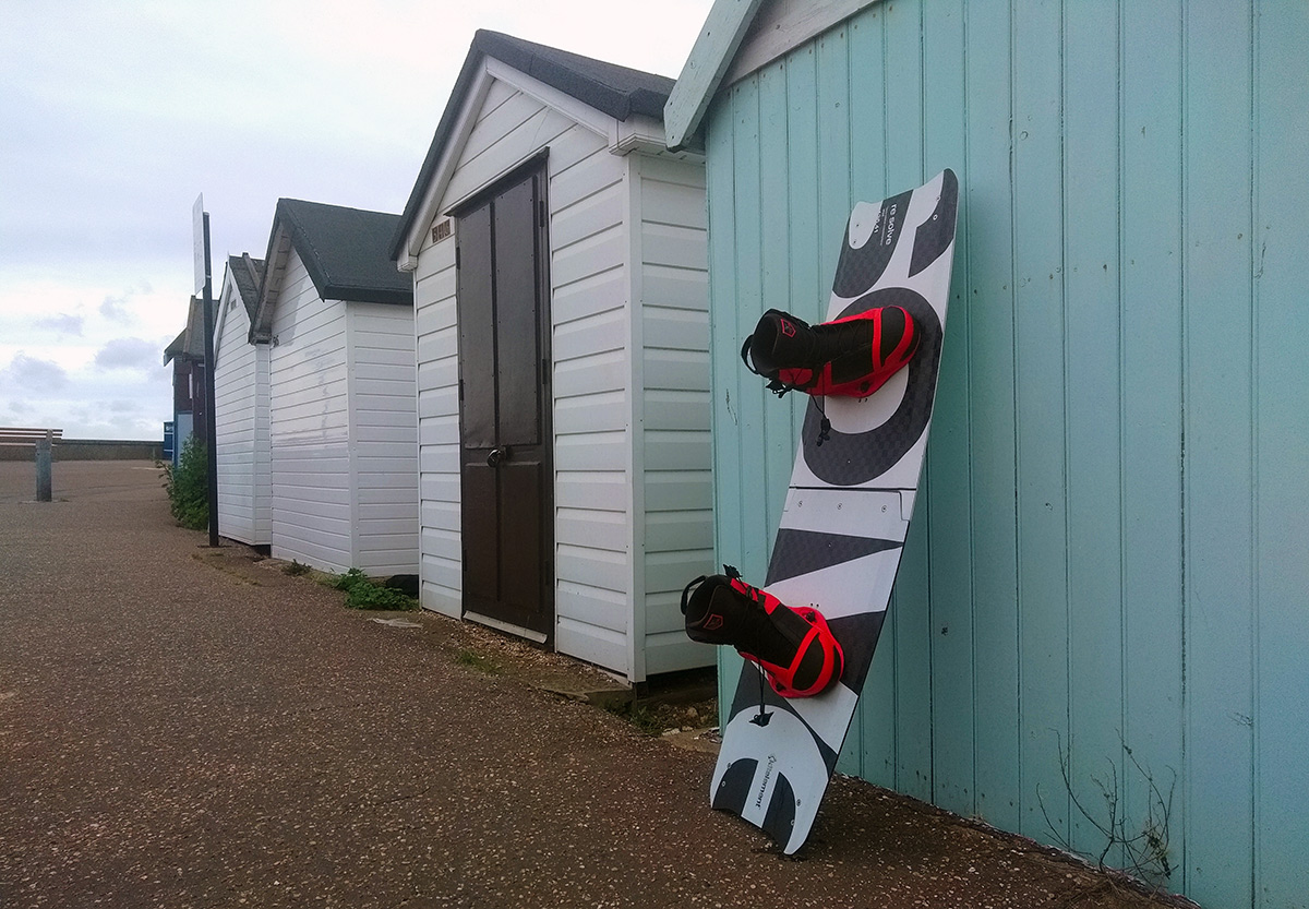re solve split kiteboard by Kitelelement with Ronix boots