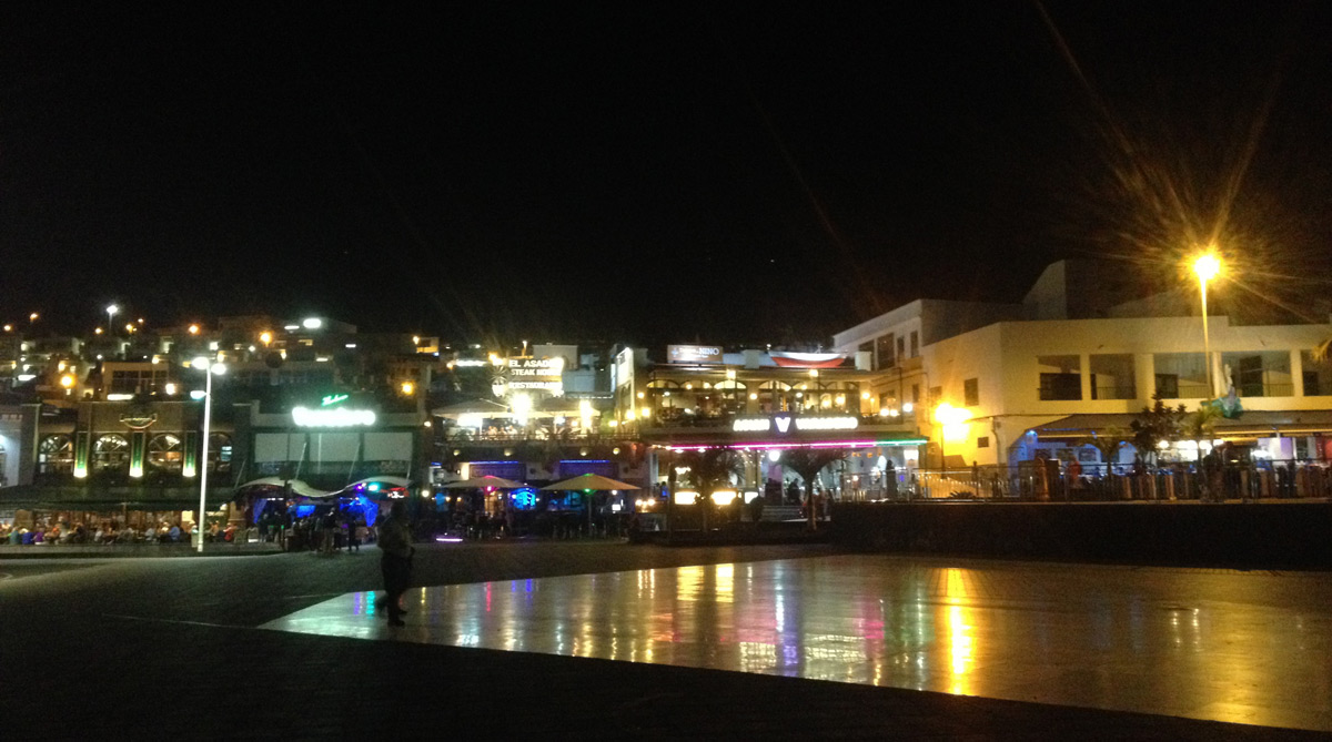 Puerto del Carmen by night