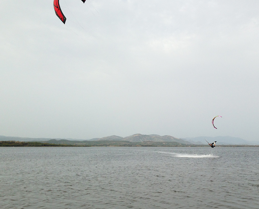 15m kite and flat water was perfect for practising unhooked tricks.